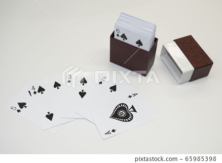 Braille playing cards for the blind 65985398