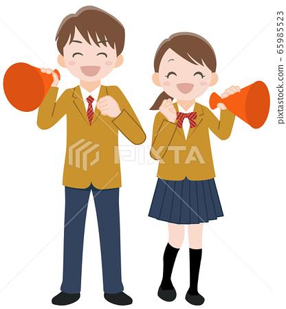 高中學生男人和女人用擴音器支持 65985523
