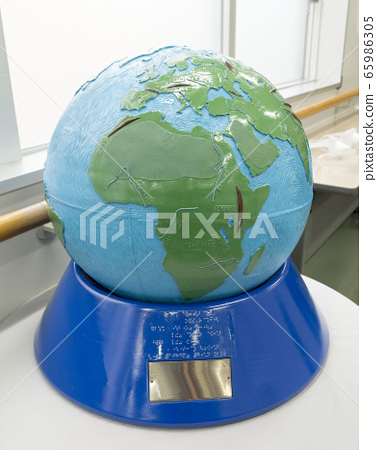 Braille globe for the visually impaired 65986305