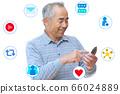 在智能手機上享受SNS的男人的形象 66024889