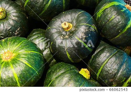 超市裡成堆的南瓜 66062543
