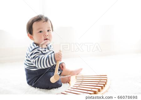 嬰兒和房間 66078698
