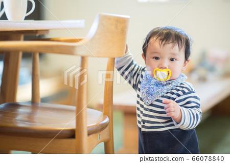 嬰兒和房間 66078840