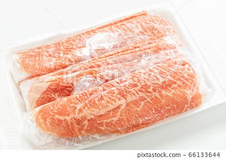 Beef wrapped in a packaging film (for Japanese black beef peach shabu-shabu). 66133644