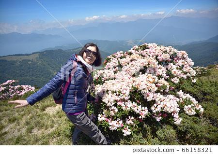 繩紋炎熱的陽光,高山上的高山,登山者若松啟高山,山ru陽也,光谷光孝,山川孝三。 66158321