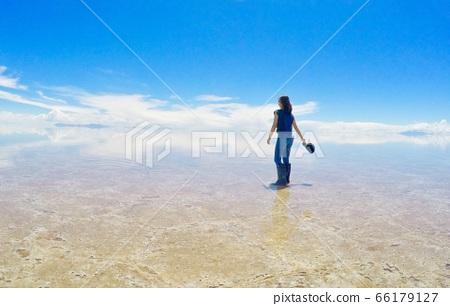 Uyuni salt lake 66179127