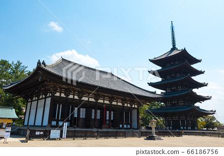고후 쿠지 경내 풍경 · 東金堂과 오층탑 (나라현 나라시) 2020 년 4 월 66186756