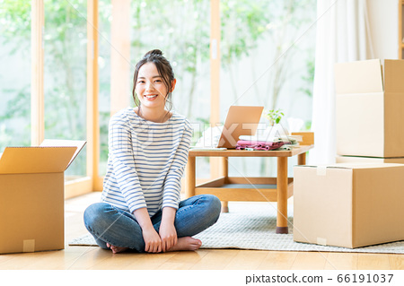 Young woman moving 66191037