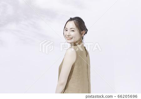仕女畫的年輕女子 66205696
