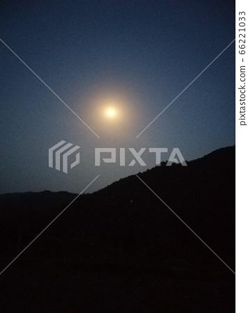 한 점 구름이 없는 밝은 밤 66221033