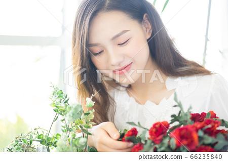 A beautiful woman in flower shop 66235840