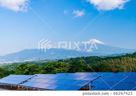 (시즈오카 현) 태양 광 패널과 후지산 66267423