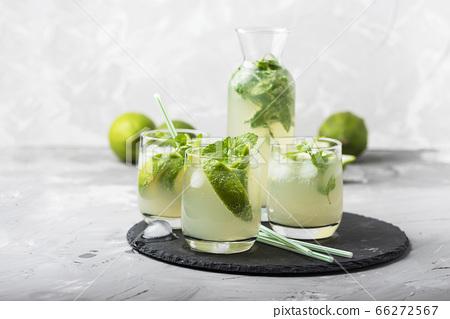 summer cocktail mojito 66272567