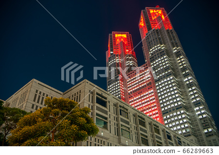 """Tokyo Metropolitan Government lights up in red when """"Tokyo Alert"""" is triggered by the spread of new coronavirus infection 66289663"""