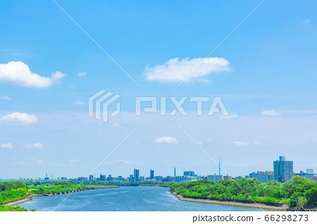 六月湛藍的天空 66298273
