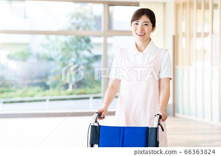 간호 여성 병원 도우미 간병인 66363824