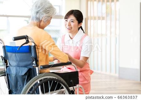 간호 여성 병원 도우미 간병인 수석 66363837