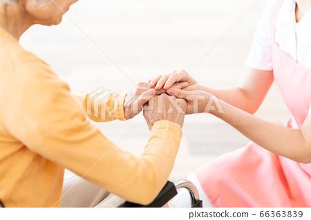 간호 여성 병원 도우미 간병인 수석 66363839