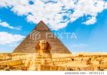 Culmination of a journey through Egypt: the Giza Shpinx with Chephrenpyramide 66391211