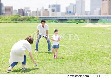 배드민턴을하는 부모 (새로운 생활 양식 이미지) 66418826