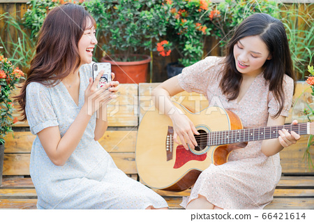 Woman, music, lifestyle 66421614