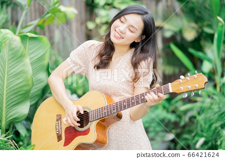 Woman, music, lifestyle 66421624