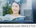 젊은 예쁜 여성 직장인 원격 근무 메모 인물 소재 66422703