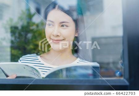 年輕人相當女性辦公室工作者遠程工作備忘錄人材料 66422703