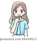 夏天穿衣服的女人微笑着朝前看 66449011
