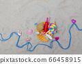 貝殼,貝殼和沙灘上的飲料 66458915