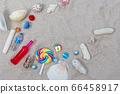 貝殼,貝殼和沙灘上的飲料 66458917