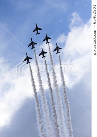 항공 축제. 블루 임펄스의 곡예 비행. 66462801