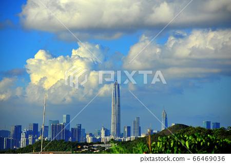 구름과 고층 빌딩 66469036