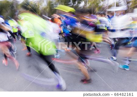 Blurred marathon runner 66482161