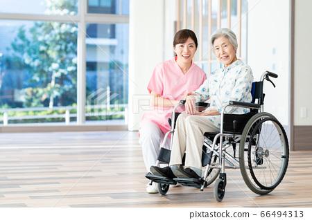 개호 노인 여성 병원 도우미 간병인 66494313
