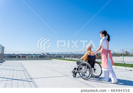 개호 노인 여성 병원 도우미 간병인 66494358