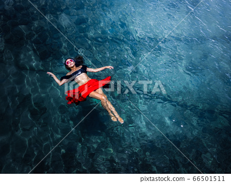 Aerial view of a woman in the sea 66501511
