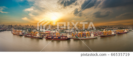 Shipping port in city 66535719