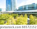 許多綠色辦公室街道風景 66572152
