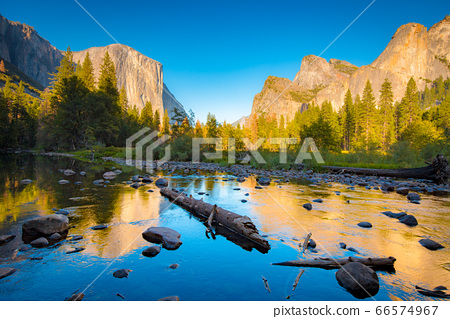 Yosemite National Park at sunset in summer, California, USA 66574967