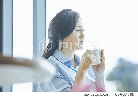 중년,커피,집,카페 66607989