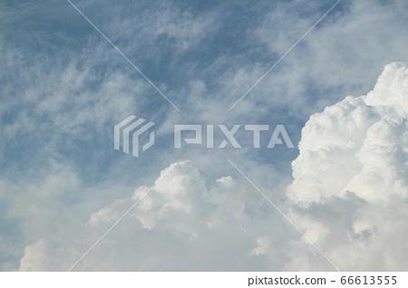 깨끗하고 푸른 하늘과 뭉개구름 배경사진 66613555