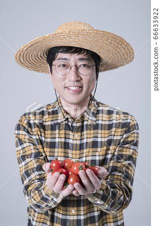 A studio portrait of Asian man making a confident smile 170 66633922