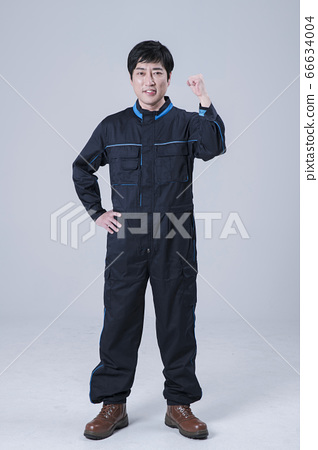 A studio portrait of Asian man making a confident smile 124 66634004