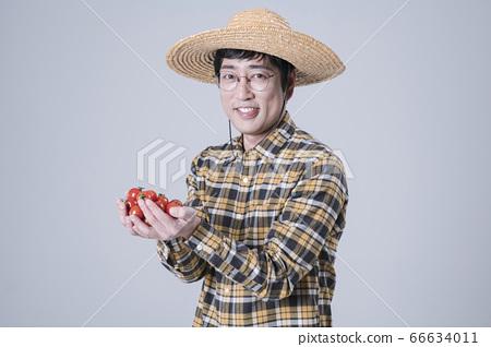 A studio portrait of Asian man making a confident smile 200 66634011