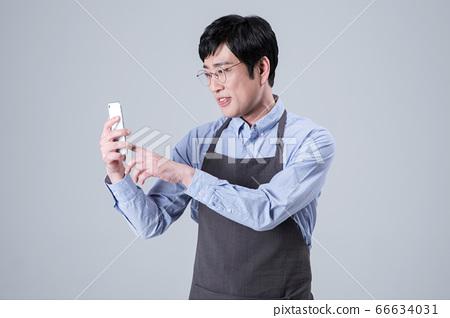 A studio portrait of Asian man making a confident smile 043 66634031