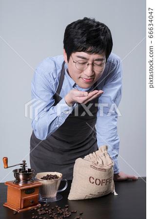 A studio portrait of Asian man making a confident smile 036 66634047