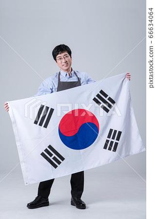 A studio portrait of Asian man making a confident smile 065 66634064