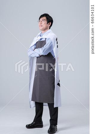 A studio portrait of Asian man making a confident smile 072 66634101