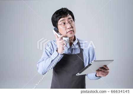 A studio portrait of Asian man making a confident smile 001 66634145